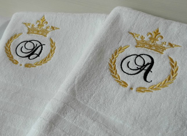 Set prosoape personalizate cu coroane monograme